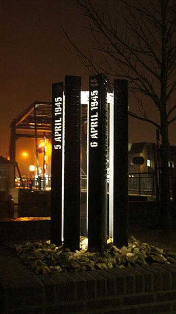 Erikenik_Coevorden_monument_nacht